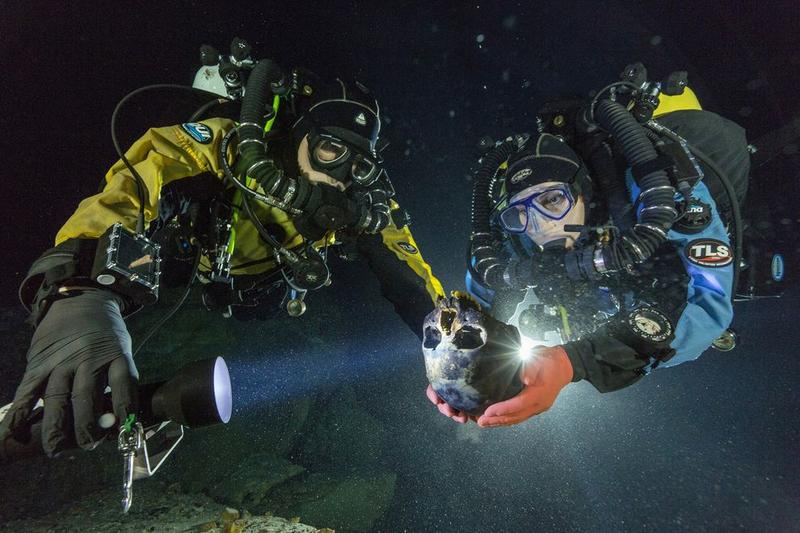 Divers at Hoyo Negro transport a 12,000-year-old skull for 3D scanning. (Photo: Paul Nicklen/National Geographic)