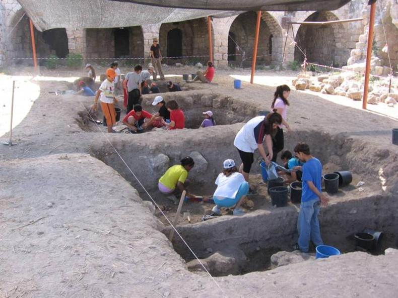 Students excavating at the site of Lod, Israel