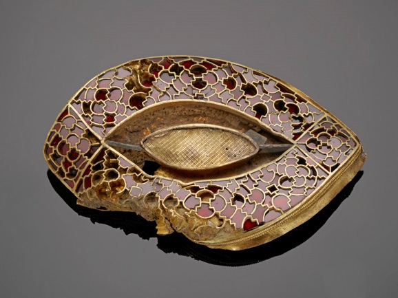 Conservation on a gold and garnet artifact from the Staffordshire Hoard (Photo: Staffordshire Hoard Conservation Project)