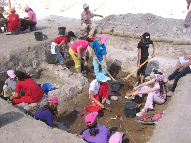 Lod Community Archaeology Program