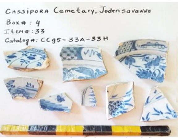 Figure 2: Faience sherds decorated with flowers.